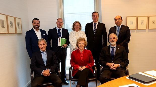 El jurado de la XII edición Premio ABC Solidarios, presidido por la Defensora del Pueblo, Soledad Becerril