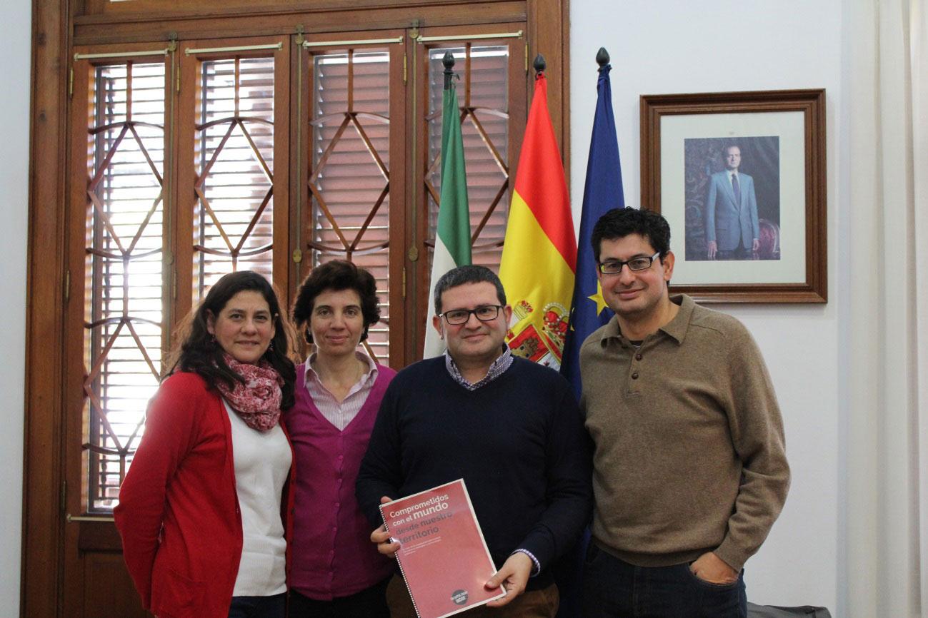 El director de la AACID apoya la labor de Entreculturas