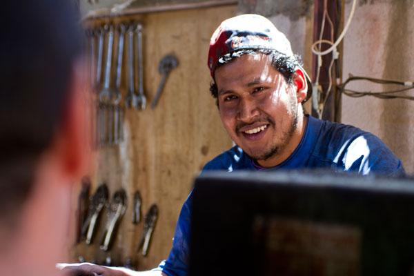 Entreculturas y Accenture visitan el programa de formación para el trabajo en Bolivia