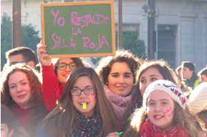 Marcha con la Silla Roja en Sevilla