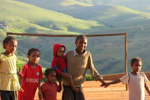 Visita al nacimiento de Fe y Alegría Madagascar